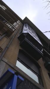 vista lateral izquierda de los miradores de aluminio en san sebastian