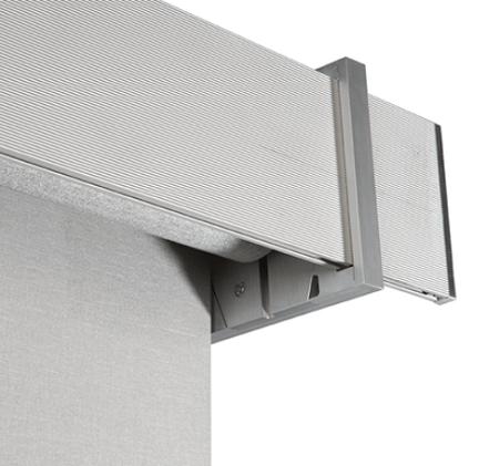 cortinas y estores enrrollable color gris con tapa frontal beteada en gris