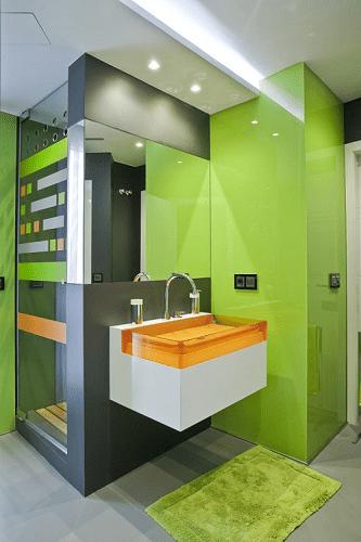 cuarto de baño con vidrio lacado en color verde