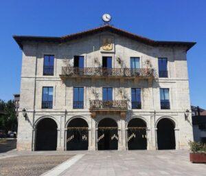 10 ventanas de aluminio de 2 hojas acristaladas en fachada de Ayuntamiento de Astigarraga