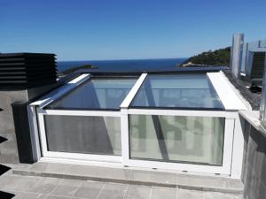 Corredera deslizante con techo de vidrio en posición cerrada